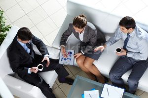 2340553_üzlet-csapat-megbeszélés-iroda-férfi-kávé